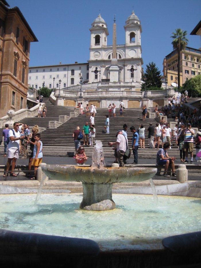 Piazza_di_Spagna_(Rome)_0004