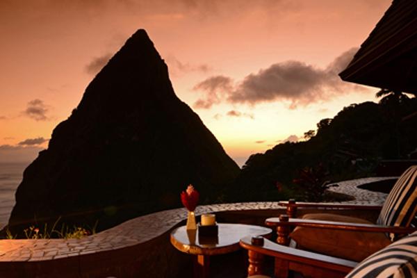 Caribbean; St.Lucia Ladera Resort Bar edge to Piton